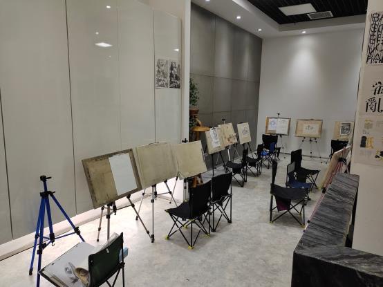图片包含 室内, 房间, 活, 桌子描述已自动生成